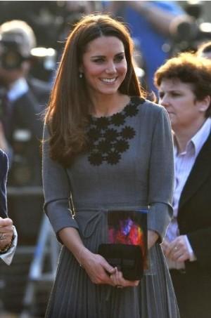 与凯特王妃最象的既不是戴安娜王妃 也不是她的母亲卡罗尔 而是她