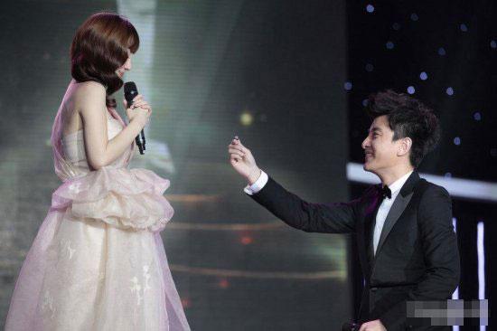 贾乃亮明星支招求婚成功秘诀