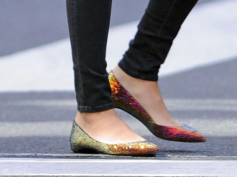 平底鞋女孩平底鞋偷拍丝袜脚平底鞋