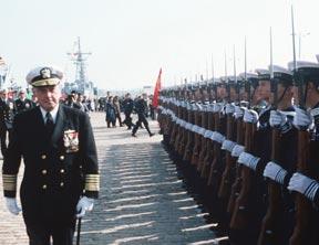 26年前中美海军首握手