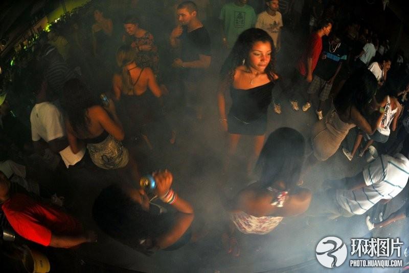 被冷落人群的时尚:巴西贫民窟疯克舞派对