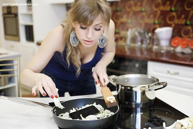 恶搞广告:俄美女厨房暴虐名牌|搞笑贴