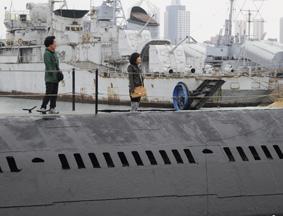 海军退役潜艇观者如织