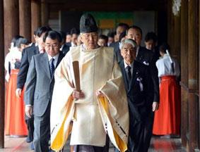 日80议员参拜靖国神社