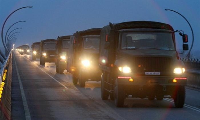 环球网国际军情中心2012年4月20日消息:近日,台湾军方举行大型军事演习,动用大量人员和装备,包括坦克、装甲车和运输机等等。
