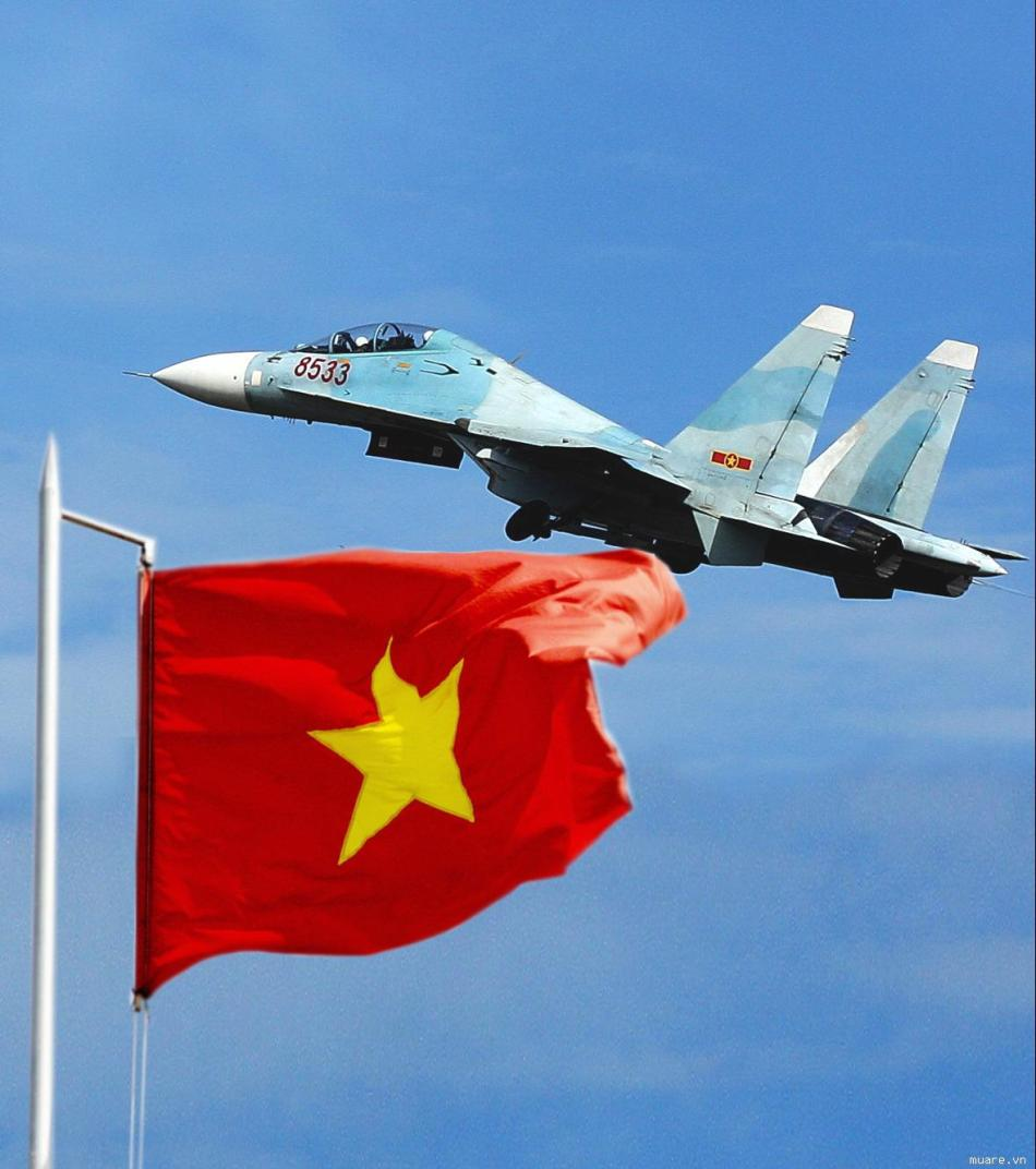 环球网国际军情中心2012年4月23日消息:一直以来越南空军装备的苏式战机都采用蓝白相间的涂装。近日,这个惯例被打破了。越南网站发布了一张俄罗斯新运到越南空军的苏-30MK2V战机图。图上,正在运下安-124机舱的苏-30MK2V居然采用了黄绿相间的新迷彩图装。难道说,越南的新机转向对地攻击任务了?