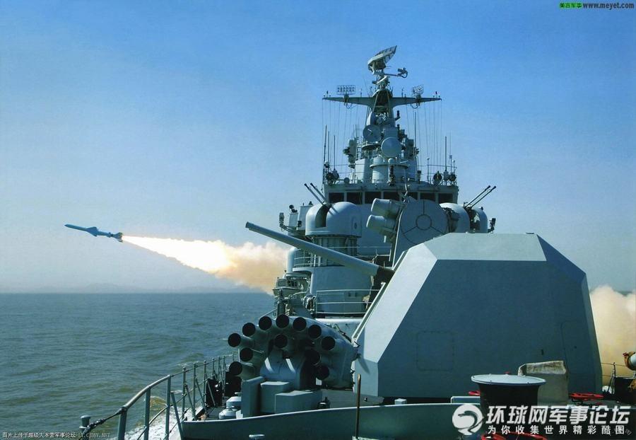 环球网国际军情中心2012年4月23日消息:反舰导弹从舰艇、岸上或飞机上发射,攻击水面舰船的导弹。对海作战的主要武器。通常包括舰舰导弹、潜舰导弹、岸舰导弹和空舰导弹。常采用半穿甲爆破型战斗部;固体火箭发动机为动力装置;采用自主式制导、自控飞行,当导弹进入目标区,导引头自动搜索、捕捉和攻击目标。反舰导弹多次用于现代战争,在现代海战中发挥了重要作用。以下这组图片展示了中国海军现役的主要几款反舰导弹的发射现场。