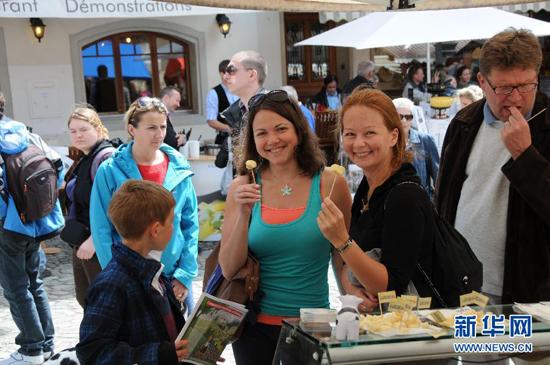 一场味蕾盛宴 瑞士仙鹤堡举办奶酪节