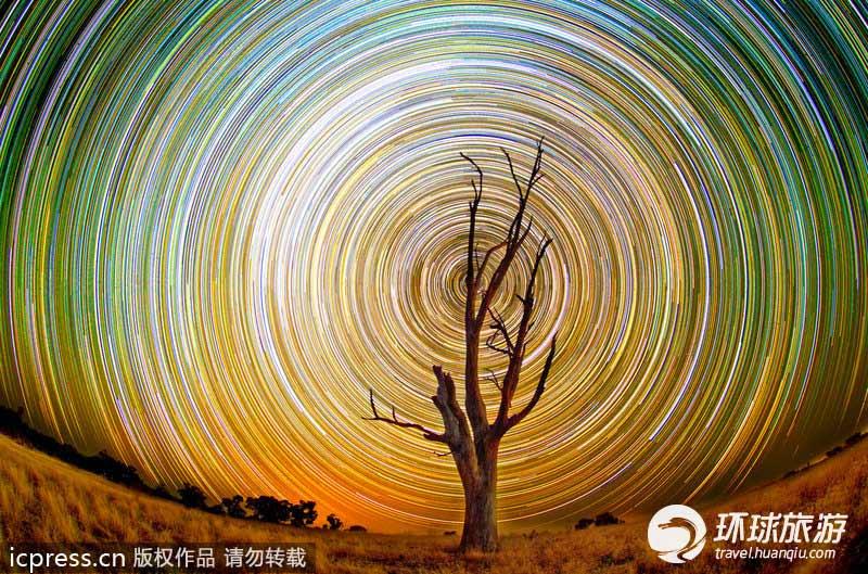 摄影师拍摄绚丽螺旋星迹 美丽似万花筒