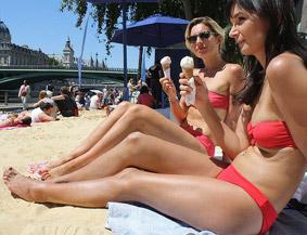 巴黎的人工沙滩美女多