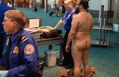 美男子全裸抗议机场安检