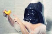 童趣摄影:洗澡的黑武士