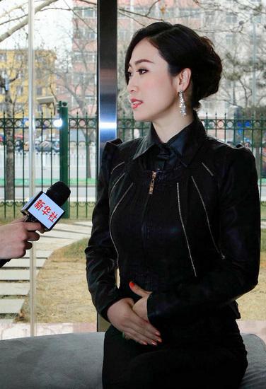 励志美女接受新华社专访(图)