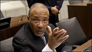 泰勒/利比里亚前总统被判煽动战争罪赠女超模多颗血钻(2/2)