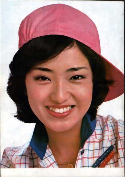 本著名电影演员山口百惠:1972年12月,13岁的山口百惠在第五届图片