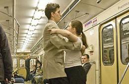 围观地铁里的怪人怪事