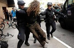 西雅图五一节游行变暴动