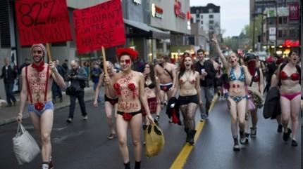 加拿大学生裸体游行