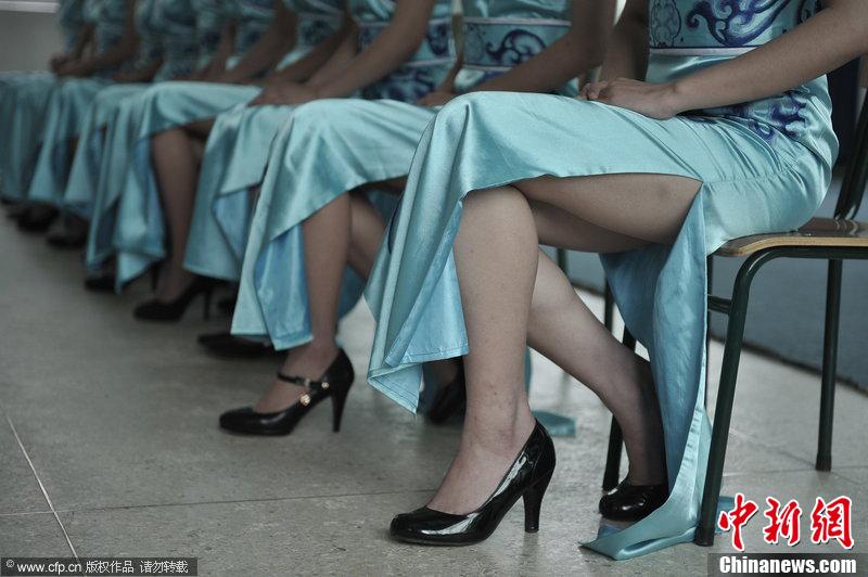 福州300名高校美女志愿者接受礼仪培训 国内