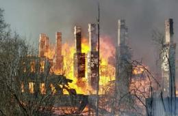 俄火灾致300人失所