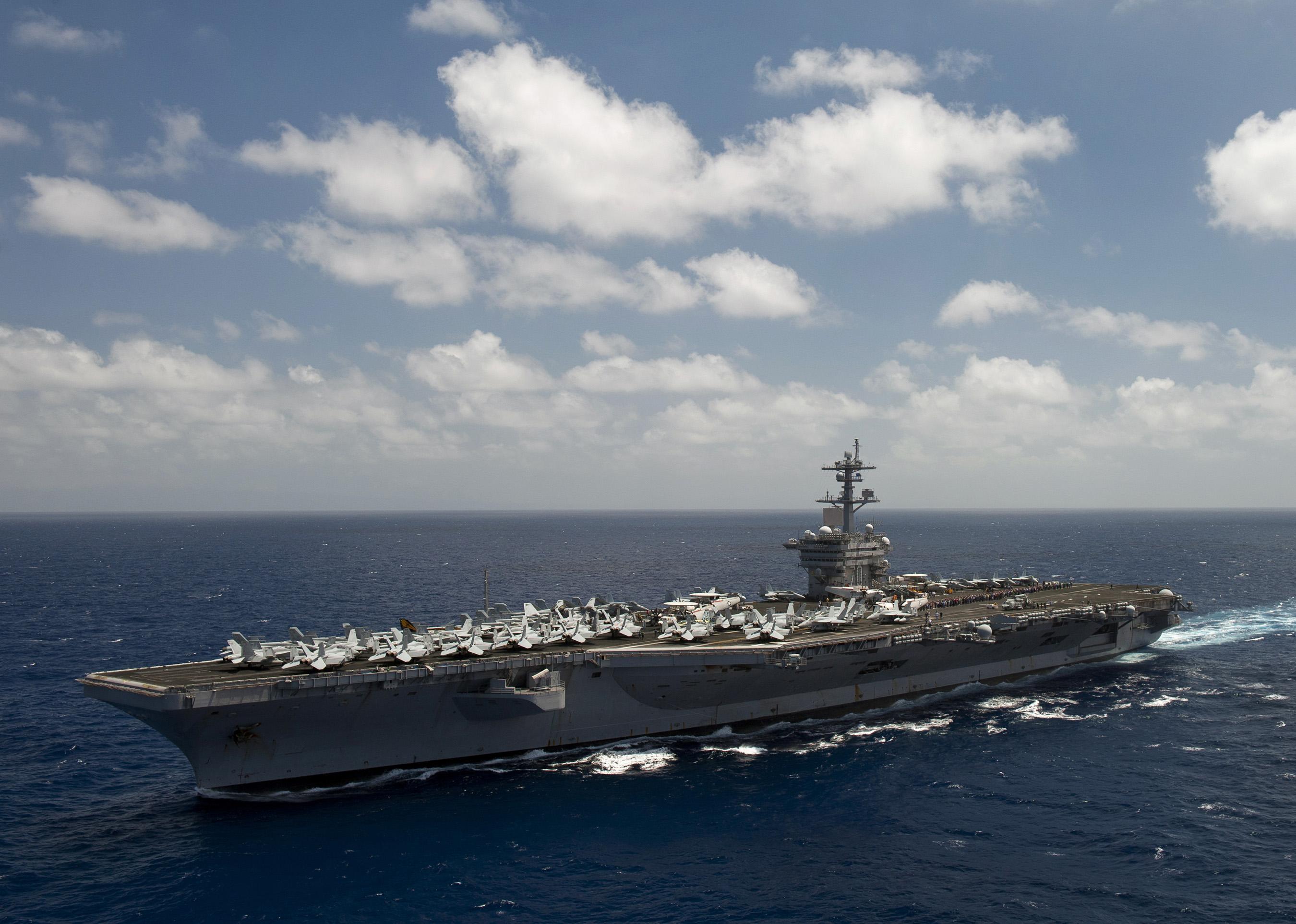 美国海军航母大秀武力