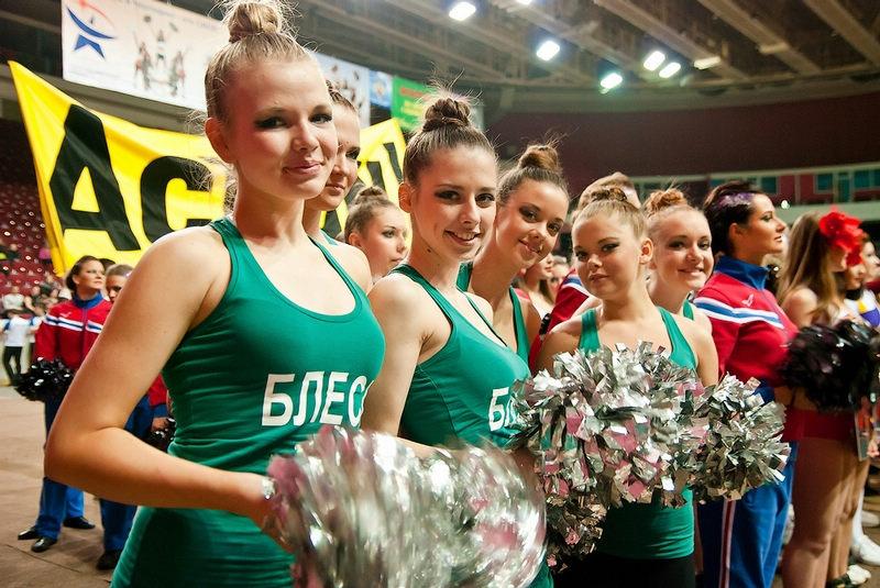 活力四射!实拍圣彼得堡高校女生啦啦队组图