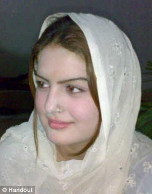 巴基斯坦美女歌手欲离婚遭