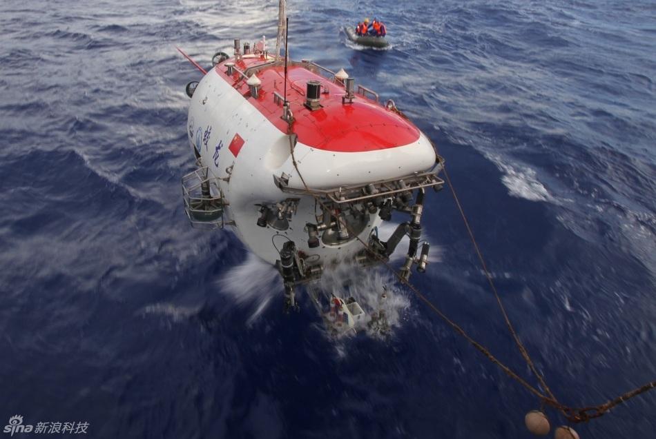 蛟龙号海底工作照片