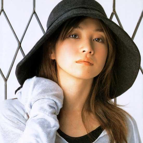 日本女歌手鬼束千寻发帖称想杀前辈引热议