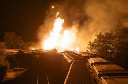 美列车脱轨爆炸起火