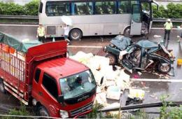 成渝高速发生惨烈车祸