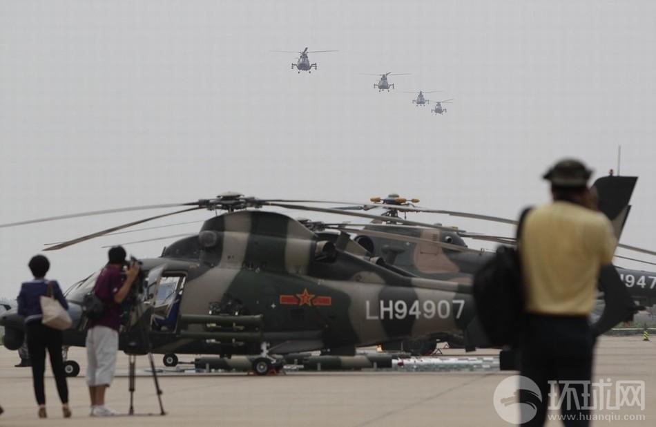 解放军陆航4团开放日 中外记者零距离狂拍