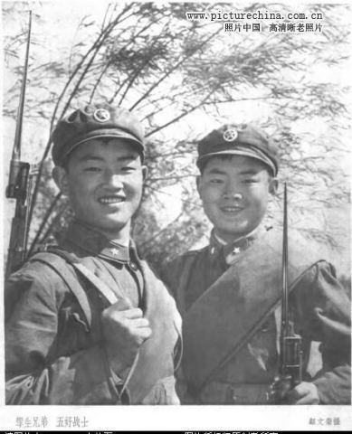 七十年代的中国人民解放军老照片,反映出当时解放军士兵的风貌.-