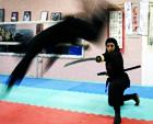 伊朗女忍者们展示剑术