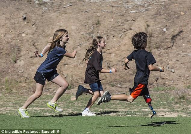 儿童户外运动_迪卡侬蓝色货品户外运动儿童青少年轻便徒步远