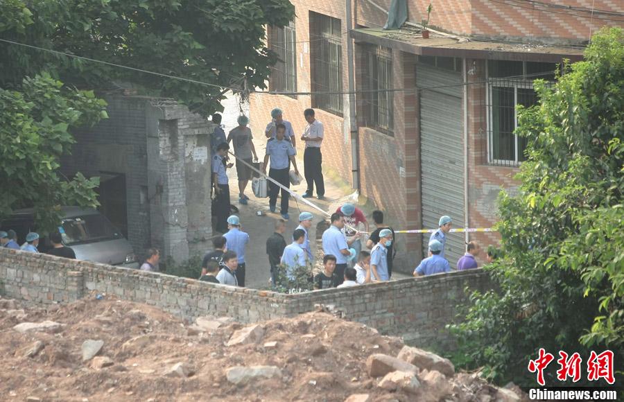 在重庆沙坪坝区童家桥被公安民警击毙.图为周克华被击毙的现场.图片