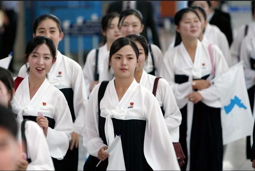 据韩国《中央日报》21日报道,朝鲜最高领导人金正恩的夫人李雪主成图片