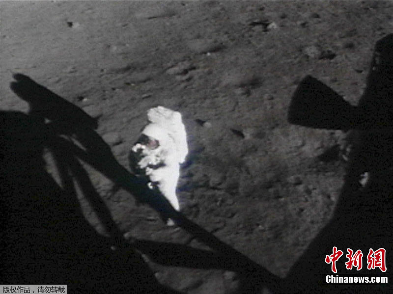 世界首位登上月球的宇航员、美国人尼尔·阿姆斯特朗于当地时间8