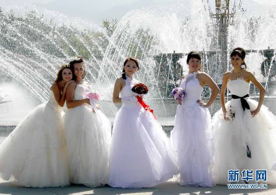 阿拉木图举行新娘婚纱秀