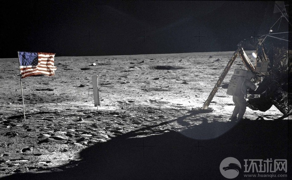 阿姆斯特朗登上月球瞬间-回顾人类登月第一人传奇生平