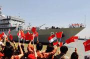 郑和舰在印尼受到热烈欢迎