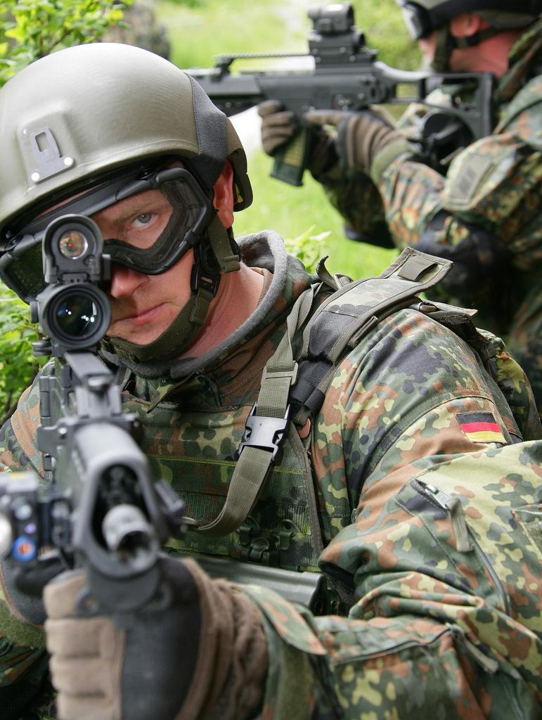 """美国陆军士兵系统中心首度宣布一项名为""""未来部队勇士""""的单兵装备"""