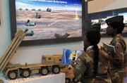 非洲女军官对中国武器很感兴趣