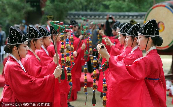 韩国成均馆大学举行仪式祭奠孔子和圣贤