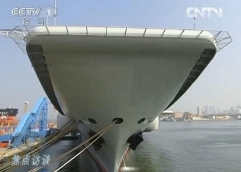 """月25日,我国第一艘航空母舰""""辽宁舰""""在中国船舶重工集团公司大"""
