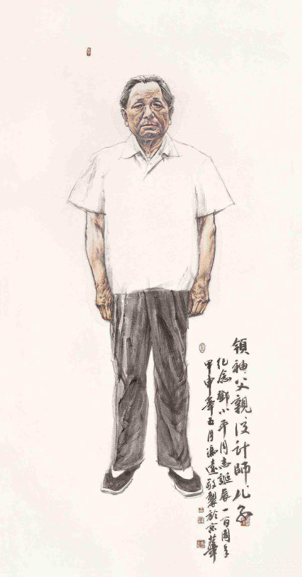 ,下着黑色长裤,脚穿白色袜子和黑色布鞋,水墨语言也十分朴素,