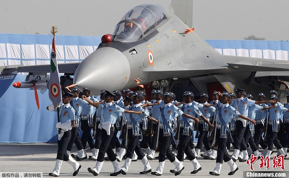 印度空军精锐建军节上耀武扬威图片