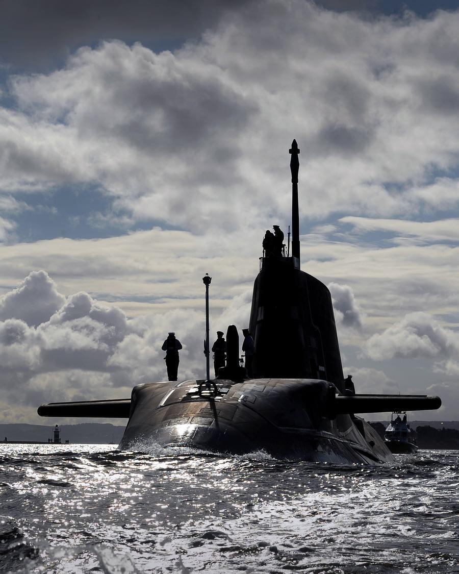 潜艇/看看12亿英镑造的潜艇有何能耐(1/10)