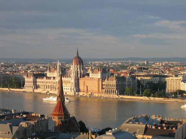 斯,以其美丽的城市风光和多瑙河两岸,巴洛克新古典主义建筑早图片