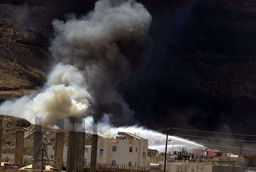 萨那/也门萨那军事武器仓库爆炸5人亡(1/4)